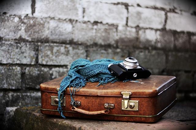 šátek na kufru